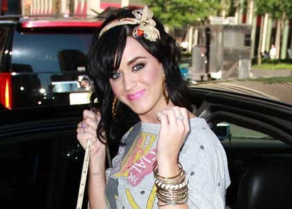 katy_perry_lives_it_up_in_nyc_main_3908.jpg